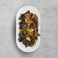 Carne de porc, cu urechi-de-lemn la wok image