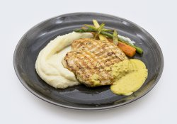 Grilled chicken breast with mashed potatoes