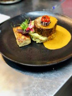 Ceafă de porc confit cu sos de hribi servită cu piuree țărănesc de cartofi și plăcintă de ciuperci  image