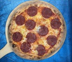 Pizza Salami, aglio e taleggio image