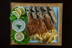 Platou cu stavrid și cartofi prăjiți image