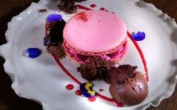 Macarons cu zmeură și mousse de ciocolată image