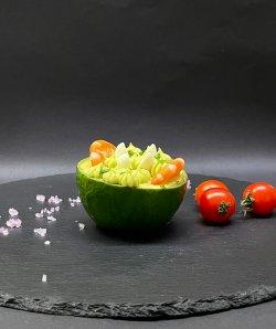 Cremă de avocado cu creveți și ou de prepeliță image