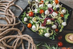 Salată cu mozzarella image