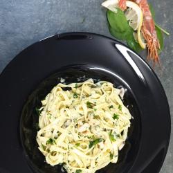 Paste cu creveți, spanac verde și ciuperci image