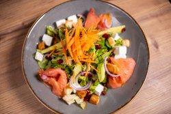 Salată somon fume și avocado image