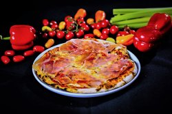 Pizza Gorgonzola con crudo       image