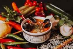 Zuppa con frutti di mare e risso  image