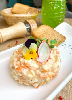 Salată a la Ruse de ton image