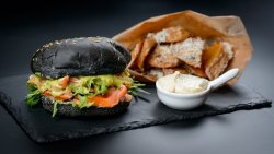 Somon Avo Burger cu cartofi prăjți image