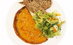 Omletă VEGANĂ cu cașcaval vegan și salată asortată