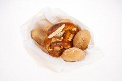 Coș cu Pâine și Covrig image