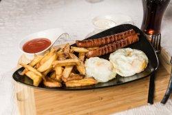 Ouă ochiuri+cartofi prăjiți+cabanos image