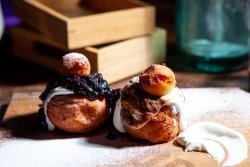 Papanasi (cu dulceatade afine) image