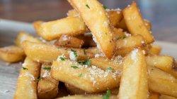 Cartofi prăjiți cu parmesan și usturoi