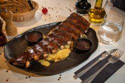 Coaste de porc cu sos BBQ cartofi Snap image