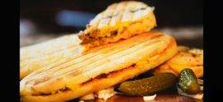 Sandwich Toast cu cabanos