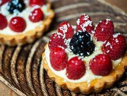 Tartă de Fructe de Sezon cu Cremă de Vanilie image