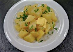 Cartofi natur cu unt și verdeață
