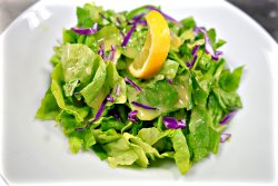 Salată verde cu dressing
