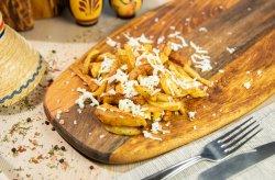 Cartofi prajiti proaspeti cu branza rasa image