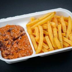 Chilli con carne, cartofi prăjiți și chiflă image