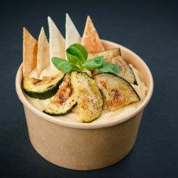 Vinete, zucchini și hummus, servite cu lipie image