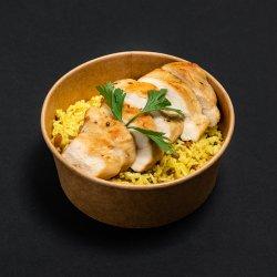 Piept de pui și orez cu turmeric, stafide și parmezan image