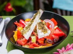 Salată grecească rustică