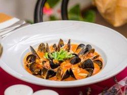 Supă de midii cu roșii și vin alb image
