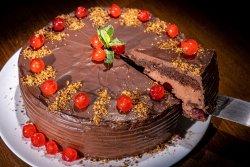 Tort de ciocolată cu vișine image