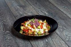Salată de pui cu miere si muștar si avocado image