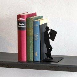 Suport lateral pentru carti - Man reading newspaper image