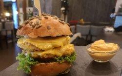 Dublu Chicken Cheeseburger image