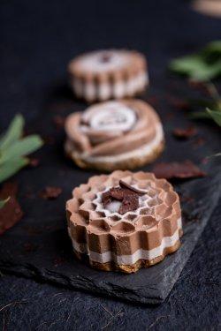 50015 Cupcake cu banană și ciocolată (Produs Congelat)/ Chocolate and banana cupcake image