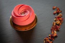 Tort ciocolată  și trandafir monoporție image