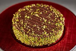 Tort ciocolată și fistic la kg image