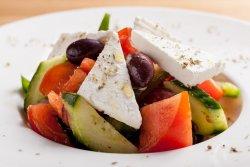 Salată grecească (Horiatiki) image