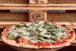 Pizza Prosciutto Crudo și Ruccola image