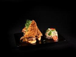 Cotlet de porc în panko cu cartofi aurii și salată coleslaw  image