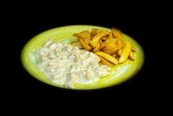 Pui in sos gorgonzola servit cu cartofi wedges image