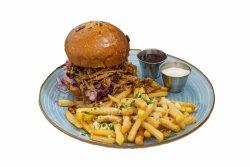 Pulled Pork Burger servit cu cartofi pai cu parmezan si usturoi + 1 sos 1000 insule image