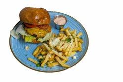 Weiss Cheeseburger servit cu cartofi pai cu usturoi si parmezan + sos 1000 de insule image