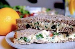 Fresh sandwich cu humus image