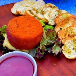 Brânză de capră(camembert) în crustă de parmezan cu dulceață de ceapă rosie artizanală și salată crokantă asezonată cu vinegretra clasică. image