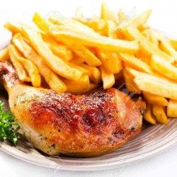 Pulpa de pui proaspătă rotisata ...PLINA DE GUST.. cu cartofi prăjiți și  sos de usturoi arizanal image