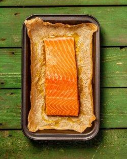Somon file gatit în cuptorul gratar Josper cartofi țărănești rosii koapte si salată siciliana crokantă asezonată cu vinegretra clasică,caviar din feteasca alba. image