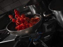 Supa de roșii  concasse  infuzate cu palincă artizanala și camembert topit în tigaie, .++++ crutoane prăjite și tăvălite prin pudră de ceapă.  image