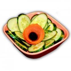 Salată de castraveți verzi image