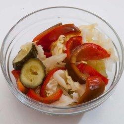 Salată de murături asortată / Mixed pickles salad image